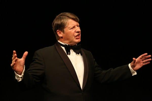 Matthias Klausener als Lord Burleigh